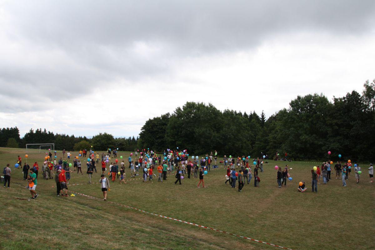 spiritcamp-kurtfeuerringballons005netz_