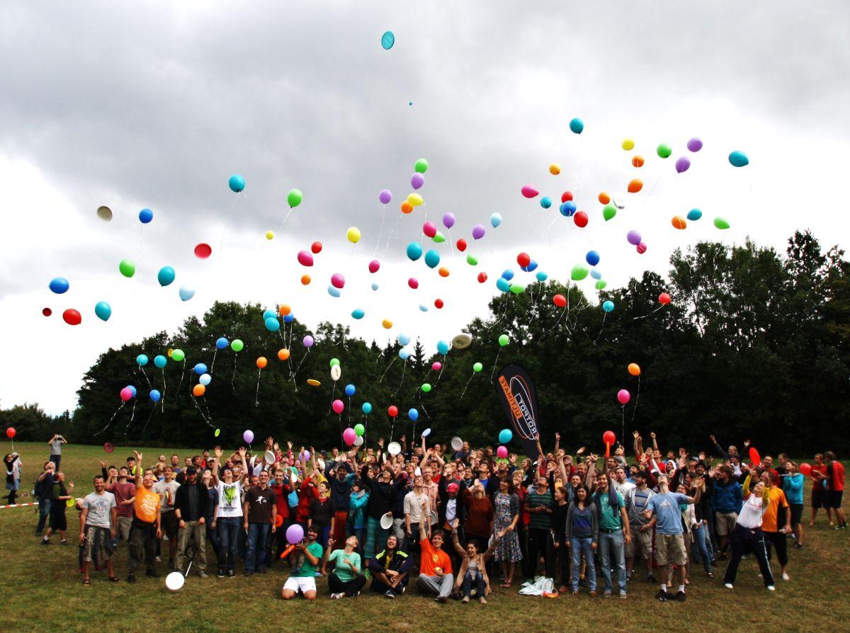 spiritcamp-kurtfeuerringballons007netz_