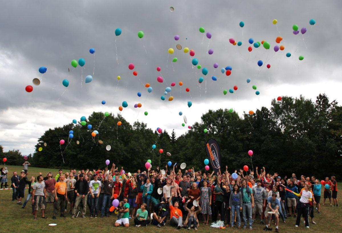 spiritcamp-kurtfeuerringballons008netz_