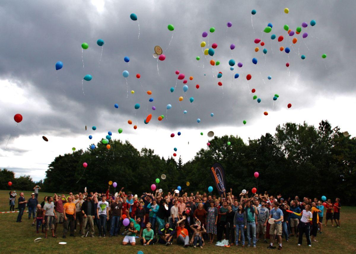 spiritcamp-kurtfeuerringballons009netz_