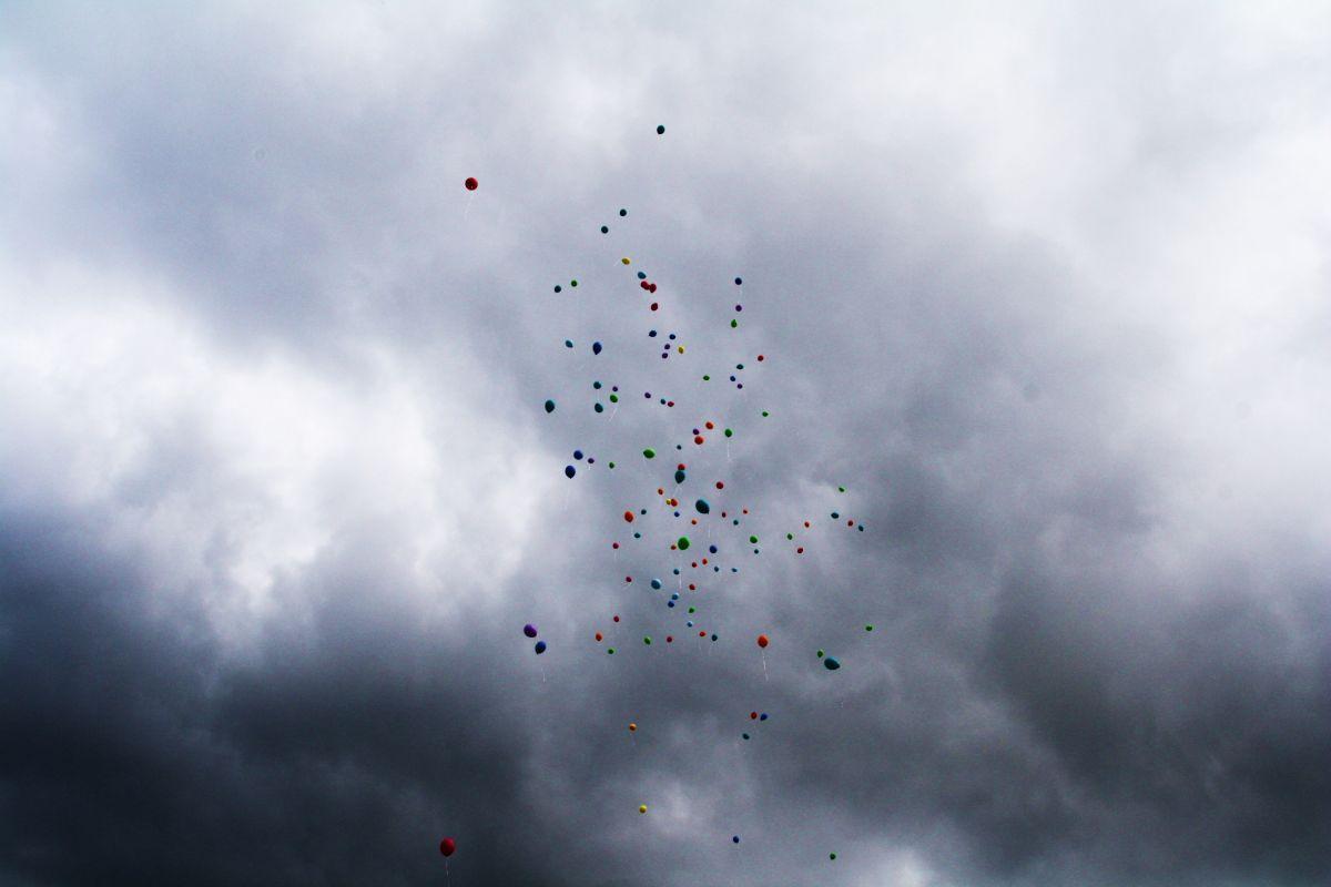spiritcamp-kurtfeuerringballons010netz_